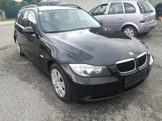 BMW Řada 3 318d Touring kombi