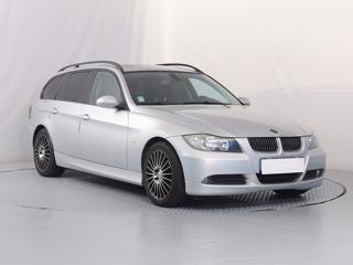 BMW Řada 3 320 i 125kW kombi benzin