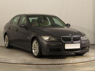 BMW Řada 3 330 i 190kW sedan benzin