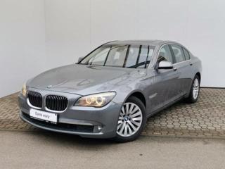 BMW Řada 7 740i sedan benzin