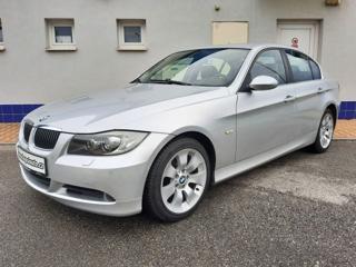BMW Řada 3 325 xi - Manuál sedan benzin
