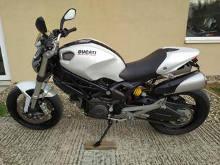 Ducati 2010, 696 ccm, 54 kW nakedbike