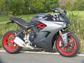 Ducati 2018, 940 ccm, 81 kW silniční sportovní