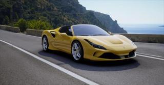 Ferrari F8 3,9 Spider  SKLADEM kabriolet benzin