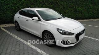 Hyundai i30 1.4TGdi, 1.maj, Serv.kniha liftback benzin