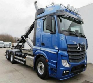 Mercedes-Benz pro přepravu kontejnerů