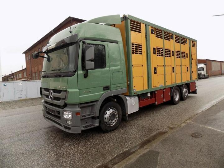 Mercedes-Benz 2541 6x2 pro přepravu zvířat