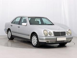 Mercedes-Benz Třídy E E 200 Kompressor  137kW sedan benzin