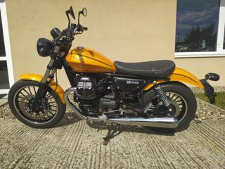 Moto Guzzi předváděcí motocykl nakedbike
