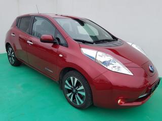 Nissan Leaf Tekna 30kWh 80kW ELKTRO hatchback