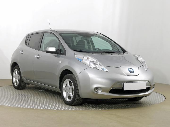 Nissan Leaf 30 kWh 80kW hatchback elektro