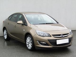 Opel Astra 1.4T, 1.maj, Serv.kniha, ČR sedan benzin