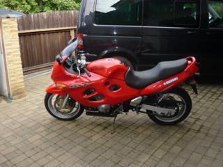 Suzuki r.v 2000 silniční sportovní