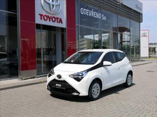 Toyota Aygo 1,0 X-Play 53 kW hatchback benzin