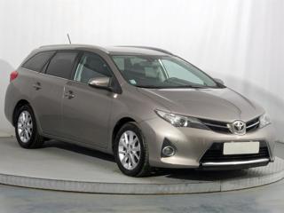 Toyota Auris 1.4 D-4D 66kW kombi nafta