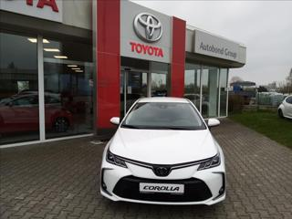 Toyota Corolla 1,5 Benzín  Comfort + Tech sedan benzin
