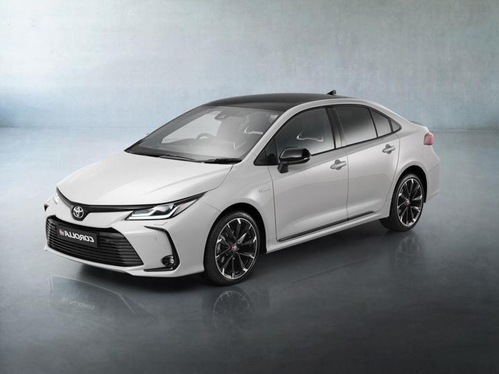 Toyota Corolla 1.8 SD Hybrid GR-Sport sedan hybridní - benzin