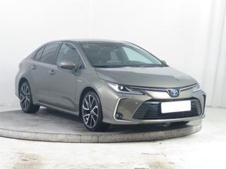 Toyota Corolla 1.8 Hybrid 90kW sedan benzin