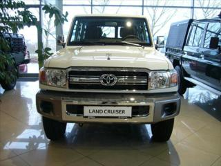 Toyota Land Cruiser 4.0 V6 sedan benzin