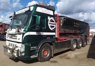 Volvo FM 500 8x4 JNK nástavba na asfalt pro přepravu kontejnerů