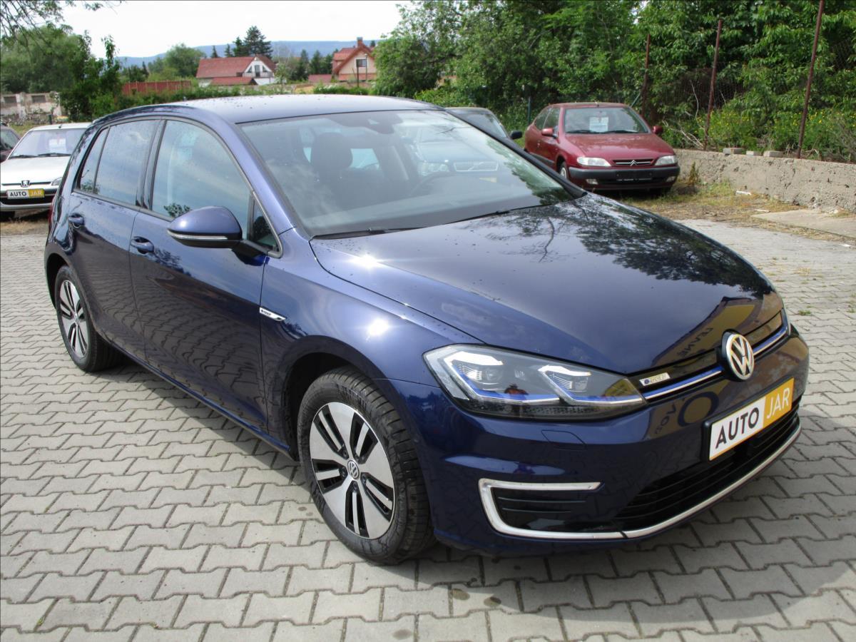 Volkswagen Golf 0,1 TAŽNÉ ZAŘÍZENÍ  EV, DPH, CZ hatchback elektro