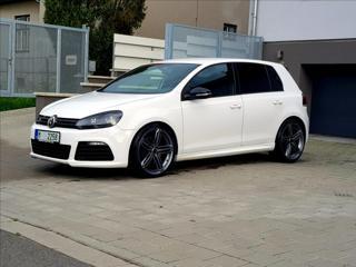 Volkswagen Golf 2,0 R TSi 4motion hatchback benzin