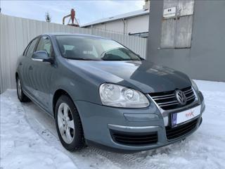 Volkswagen Jetta 1,6 MPI 75kW,původ ČR sedan benzin