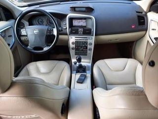 Volvo XC60 AWD D5 SUMMUM, BLIS, NAVI terénní nafta